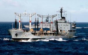 Navio-tanque da Marinha pode ser visitado no Porto de Paranaguá