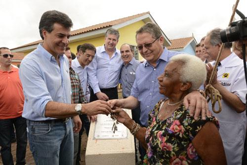 Richa entrega chaves da casa própria para mais 131 famílias de Paranaguá