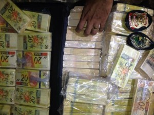 Caminhoneiro é preso com notas falsas em Paranaguá