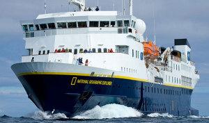 Navio da National Geographic volta a Paranaguá
